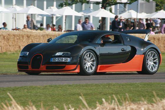 Bugatti Veyron Super Sport развивает скорость до 400 км/ч