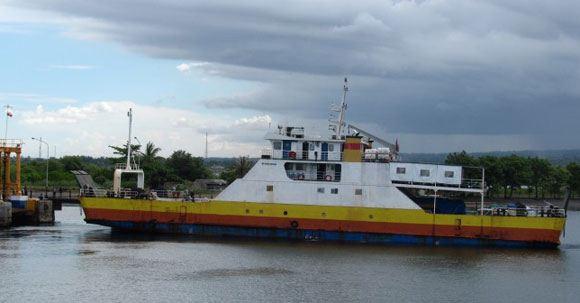 В Индонезии 15 человек пропали после крушения лодки