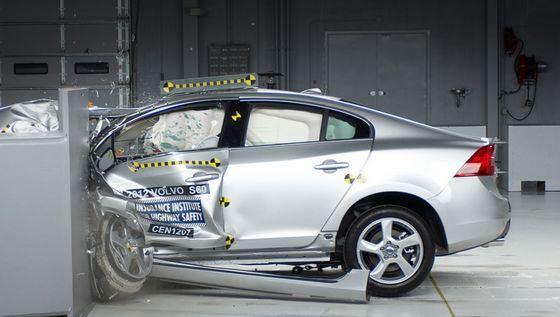 Безопасность автомобилей проверяют при помощи краш-тестов
