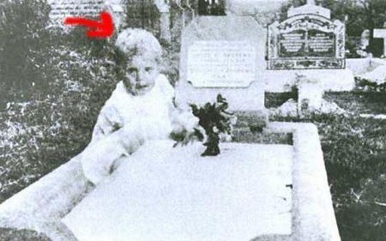 Знаменитый снимок призрака с кладбища холостяков