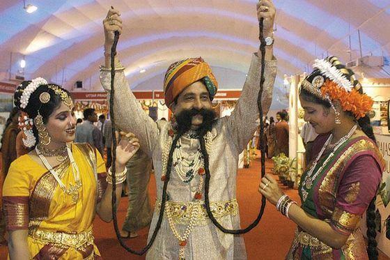 Сингх Чаухан - человек с самыми длинными усами
