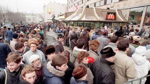 Дворкович: Правительство не намерено запрещать работу «Макдональдс» в России