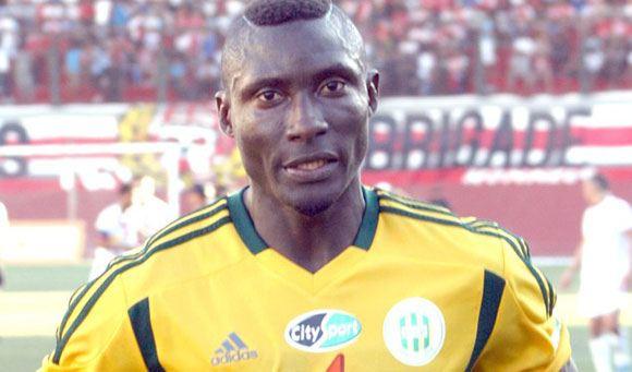 Погибшему в Алжире футболисту бросили с трибун в голову камень