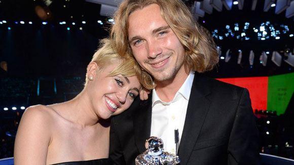 Премию MTV за Майли Сайрус получил бездомный