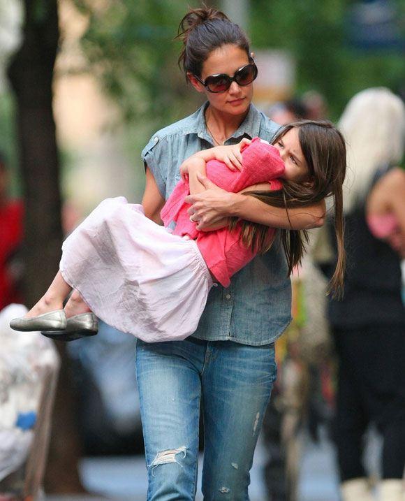 Кэти Холмс и ее дочка Сури разыскивают убежавшего щенка