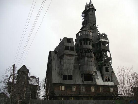 Необычный деревянный «Дом Сутягина» в Архангельске