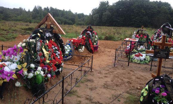 С могил десантников в Псковской области сняли таблички с именами