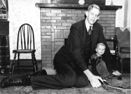Роберт Першинг Уодлоу - самый высокий человек по данным Книги рекордов Гиннесса