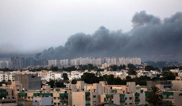 СМИ: В столице Ливии исламисты напали на посольство США