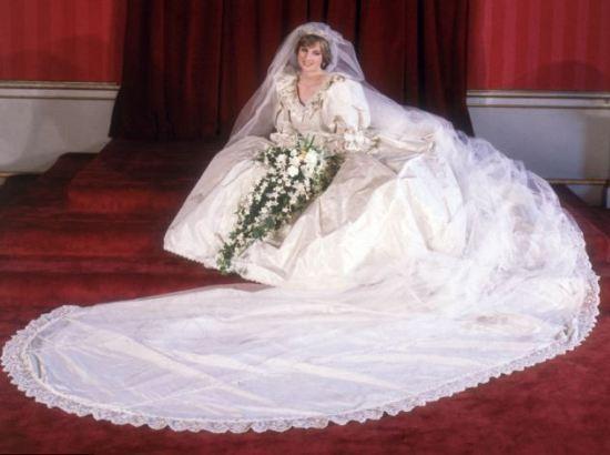 Подвенечное платье принцессы Дианы передадут ее сыновьям