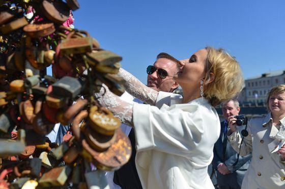 Раскрыты подробности свадьбы Костомарова и Домниной: первые фото