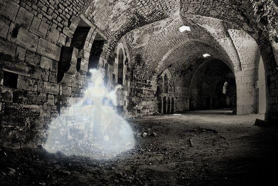Призраки живут не только в замках, но и на кладбищах