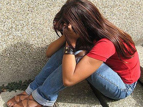 12-летнюю школьницу изнасиловал собственный брат, девочка забеременнела.