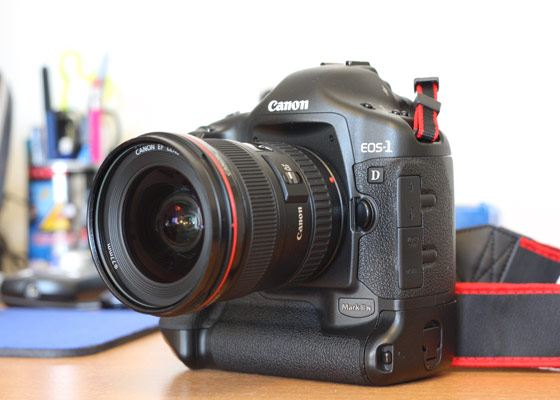Дорогой фотоаппарат Canon EOS 1D Mark II