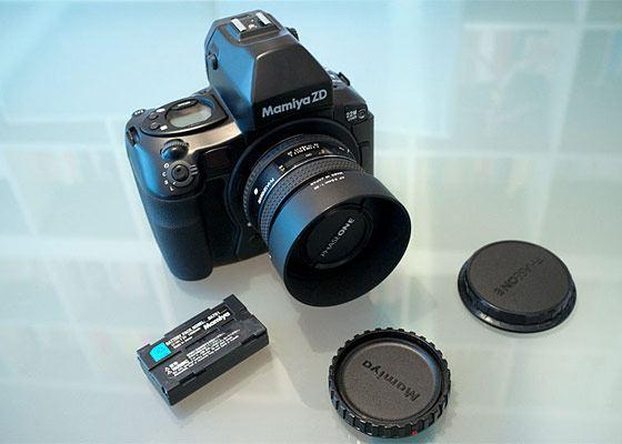 Один из дорогих профессиональных фотоаппаратав Mamiya ZD