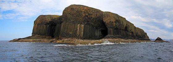 Вход в знаменитую морскую пещеру