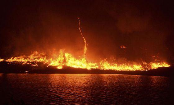 Огненный смерч не только необычное, но и смертоносное явление