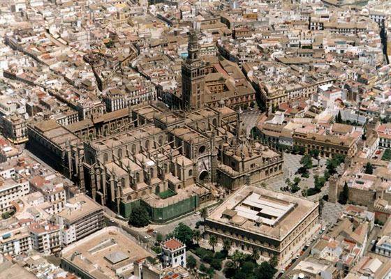 Крупнейший храм в Испании - Кафедральный собор Севильи