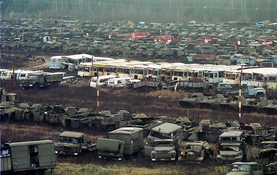 Кладбище транспорта на месте катастрофы в Чернобыле