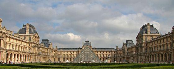 Лувр самый известный дворец-музей в Европе