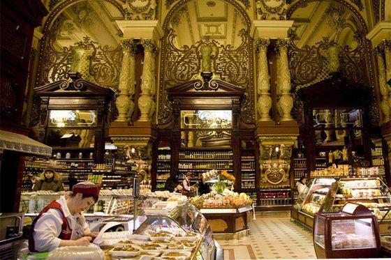 Елисеевский - самый известный магазин в Москве