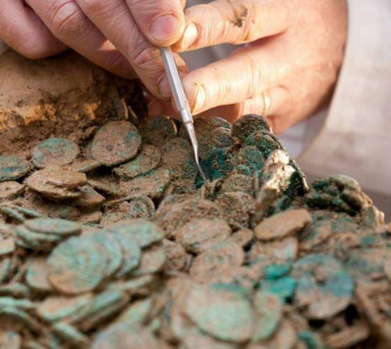 В самом большом кладе было около пятисот тысяч драгоценных монет