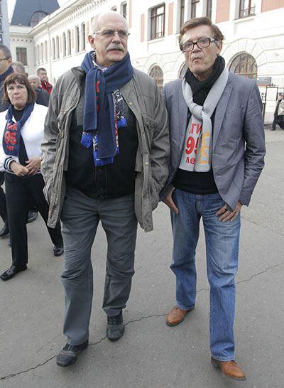 Звезды во главе с Никитой Михаковым отправились в путешествие на поезде