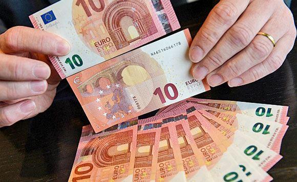 В Еврозоне появилась новая банкнота номиналом в 10 евро