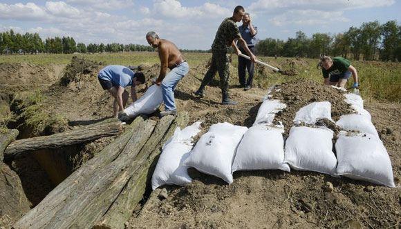 На Украине будут привлекать безработных к рытью окопов