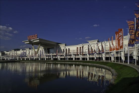 The largest shopping center in Russia - Vegas