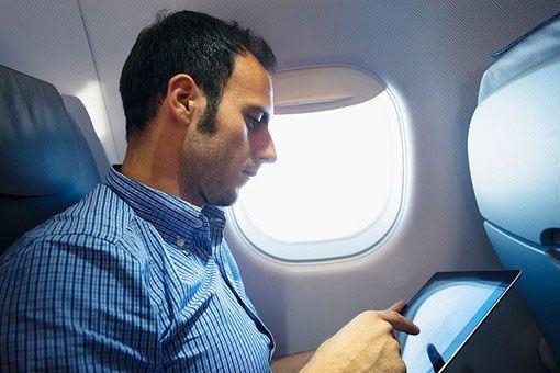 Европейские авиакомпании теперь могут разрешить своим пассажирам использовать электронные гаджеты в полете