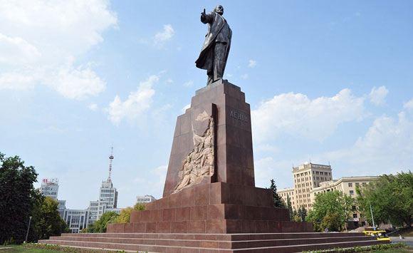 Аваков закрыл уголовное дело о повреждении памятника Ленину в Харькове