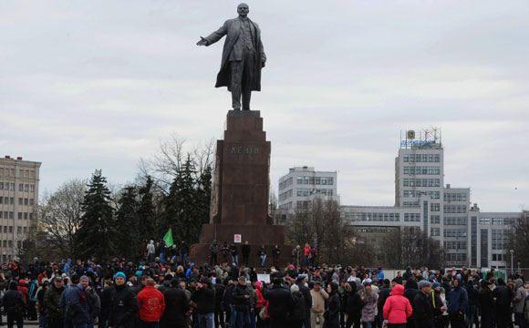 В Харьковской области демонтировали еще один памятник Ленину