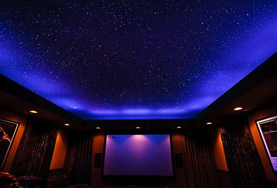 Натяжной потолок со звездным небом преображает интерьер