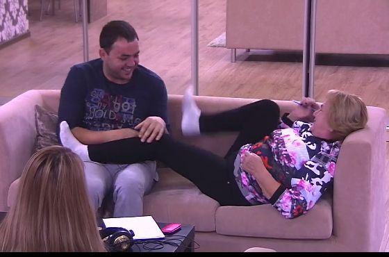 ДОМ-2: Саша Гобозов щекочет свою маму Ольгу Васильевну
