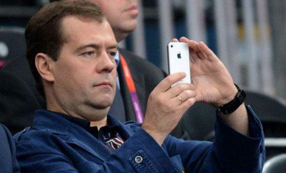 Медведев упростил получение гражданства РФ для иностранных бизнесменов