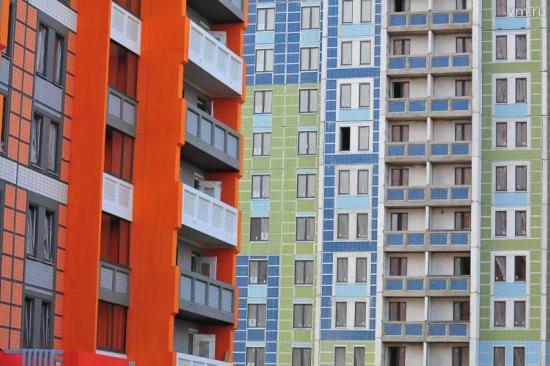 В Москве 5 многодетных семей с приемными детьми получили жилье