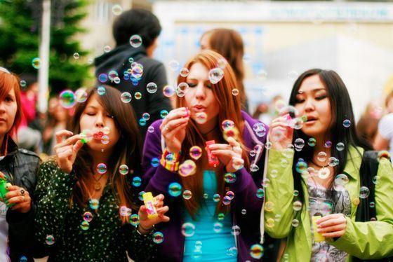 В России популярны флешмобы с мыльными пузырями