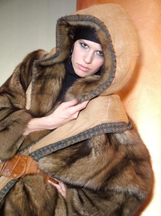 Изделия из меха всегда популярны, добавляют гламура и эксцентричности