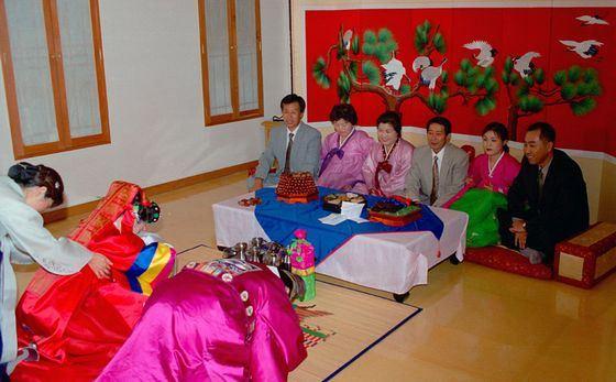 В Корее на свадьбах много плачут