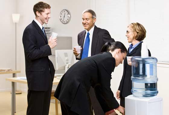 Кулеры с водой помогают офисным работникам избежать усталости, вызванной обезвоживанием