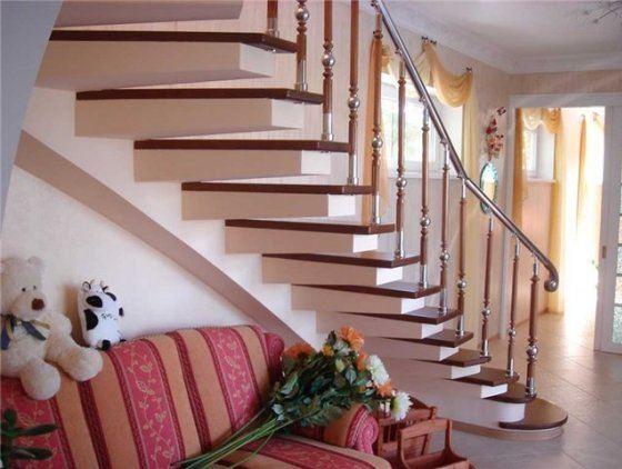 Лестницы в частном доме органично вписываются в интерьер