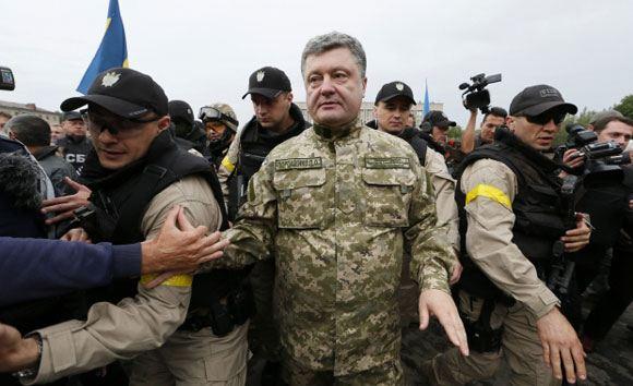 Петр Порошенко поехал инспектировать оборонительные сооружения в зоне АТО