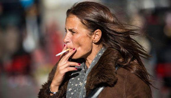 В России постепенно запретили курение в общественных местах