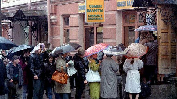 Российское правительство пытается затормозить падение курса рубля