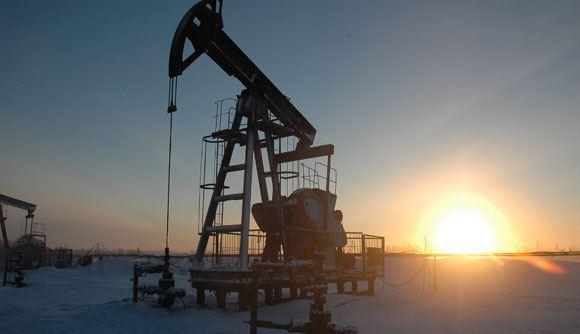 Цены на нефть продолжают падать из-за ее переизбытка