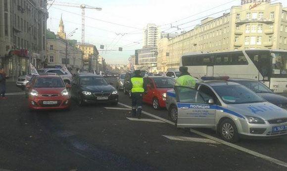Задержание участников пробега за бесплатные парковки