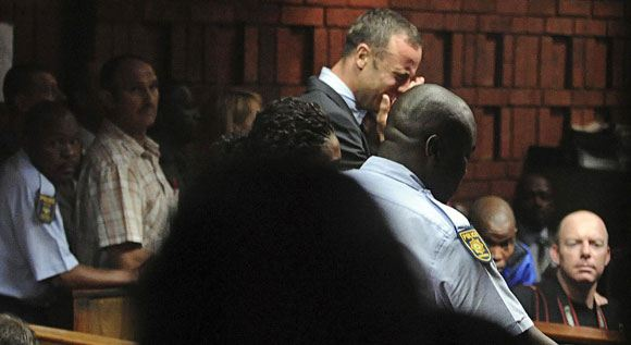 Оскар Писториус расплакался в зале суда