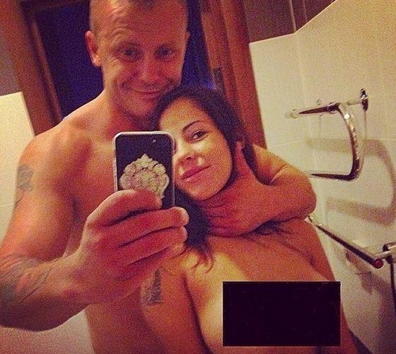 Блогеры обсуждают фото Елены Берковой с обнаженной грудью