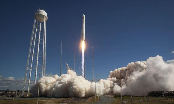 Старт ракеты-носителя Antares